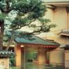個室から大広間までございます。ご会合、ご婚礼、ご会食、ご宿泊、それぞれの一期一会を、美しく華麗な百万石文化の贅と粋に包み込み、心をこめておもてなし致します。 〒920-0911 石川県金沢市橋場町2-23