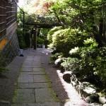 「金澤婚」とは… 古都金澤の情緒漂う金澤東山。 古い町並みや建物が数多く残された街で、金澤・婚礼の伝統文化を大切にする婚礼です。  花嫁道中や写真撮りも楽しんで頂けます。