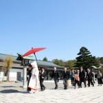 家族愛を大切… 石川護国神社にで厳かに神前挙式が執り行えます。 石川県内で一番大きい参道を ご家族ともにしっとりと歩まれます。