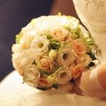 「ちょっと婚」とは… 結婚・披露宴の伝統文化をちゃんと守りながらキチッと予算を押さえ、 お二人もゲストも大満足のいまどきウェディングです。