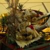 1対の雄鯛・雌鯛が睨むかたちで大皿の盛りつけられます。子宝が授かりますように。との思いが込められた伝統的な婚礼料理です。